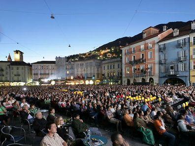 """Die Vorführungen auf der """"Piazza Grande"""" in Locarno.sind ein Publikumsmagnet."""