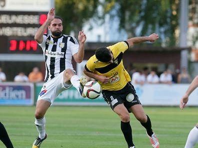 Jonathan Zydko intervenes ahead of Dino Ramdedovic