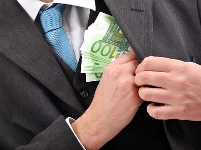Zwei Franzosen und ein Belgier müssen sich seit Dienstag vor dem Bezirksgericht Luxemburg unter Anderem wegen Betrugs, Geldwäsche und illegaler Finanzaktivitäten verantworten.