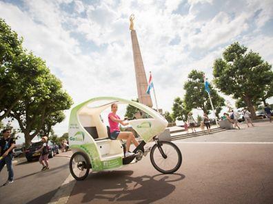 Go Bike, le service taxi de velo electronique, avec pilote Juliette, Foto Lex Kleren