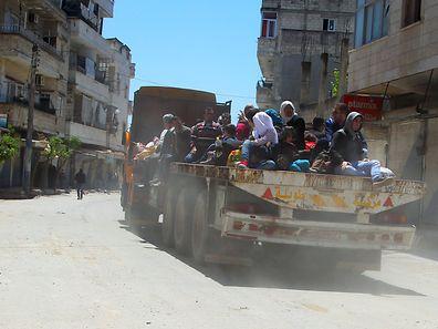 Des résidents fuient Jisr al-Choughour, le samedi 25 avril 2015