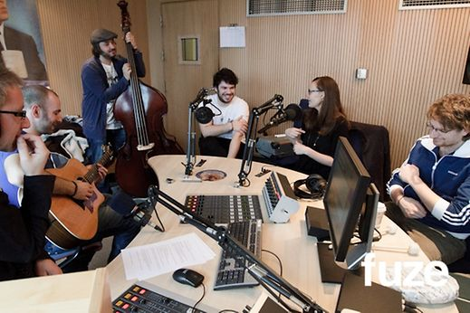 Local band KATE play acoustic song during FUZE interview on DNR