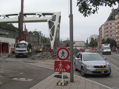Devido às obras de remodelação da gare de Esch, a praça de táxis mudou de sítio. Mesmo assim, há quem pare à porta da gare