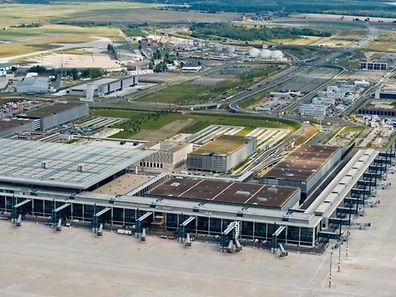 Der neue Berliner Flughafen wird frühestens 2016 eröffnet.