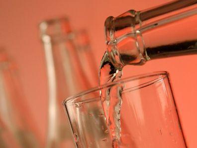 Mineralwasser darf im Gegensatz zum Leitungswasser nicht aufbereitet werden.