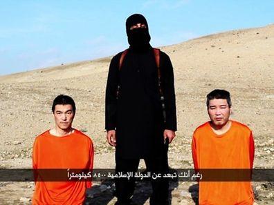 L'image est extraite d'une vidéo publiée par les djihadistes du groupe Etat Islamique qui détiennent deux otages japonais.