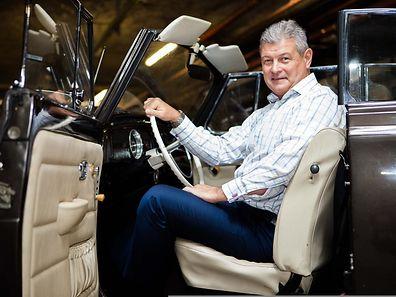 John Johnston met un soin particulier à restaurer de vieilles voitures, (Photo: Tania Feller)