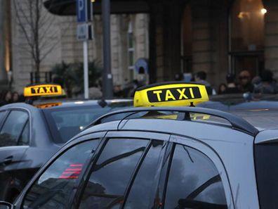 Am Dienstag wurde ein Taxifahrer mit einem Messer schwer verletzt.