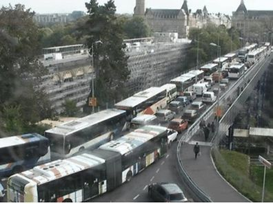 Auf dem Pont Adolphe staute sich der Verkehr.