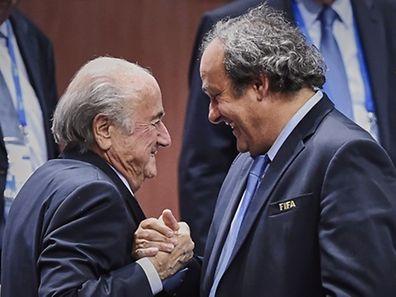 Glückwünsche unter Feinden: Uefa-Präsident Michel Platini (rechts) gratuliert Blatter zur Wiederwahl.