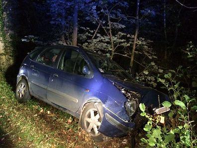 Violente sortie de route près de Larochette. Le conducteur a été légèrement blessé.