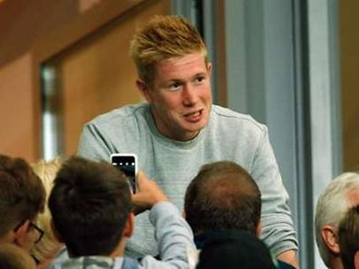 Supporters take pictures together with Wolfsburg's Kevin De Bruyne during the Bundesliga first division soccer match against Schalke 04 in Wolfsburg, Germany August 28, 2015.  VfL Wolfsburg attacking midfielder Kevin De Bruyne's transfer to Manchester City has not yet been completed despite ongoing talks with the English club, Wolfsburg sports director Klaus Allofs said on Thursday.    REUTERS/Ina Fassbender    DFL RULES TO LIMIT THE ONLINE USAGE DURING MATCH TIME TO 15 PICTURES PER GAME. IMAGE SEQUENCES TO SIMULATE VIDEO IS NOT ALLOWED AT ANY TIME. FOR FURTHER QUERIES PLEASE CONTACT DFL DIRECTLY AT + 49 69 650050