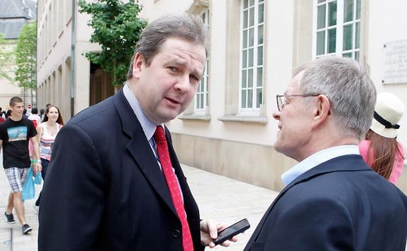 Michel Wolter (l.) outside the Chamber of Deputies on Thursday