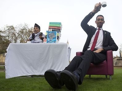 Chandra Bahadur Dangi, from Nepal, (L) the shortest adult to have ever been verified by Guinness World Records, poses for pictures with the world's tallest man Sultan Kosen from Turkey