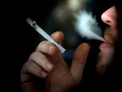Nos últimos anos, o número de fumadores tem diminuído