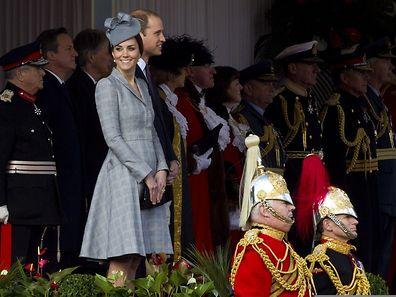 Man musste sich schon stark anstrengen um unter Herzogin Kates Mantel den Ansatz eines Babybauches zu entdecken.