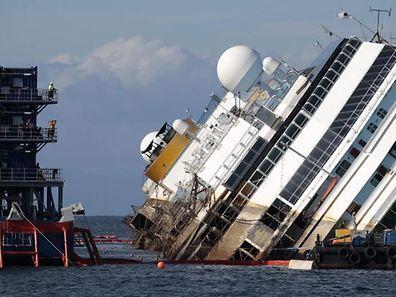Diese Katastrophe hielt die Welt in Atem. Zweieinhalb Jahre lang lag die Costa Concordia vor der italienischen Insel.