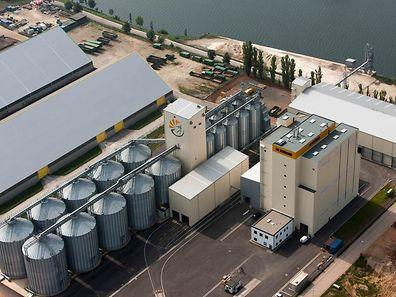 32 Millionen Euro kostete die gesamte Anlage. Plus eine Million für das Grundstück. Der Getreidesilo fasst 30.000 Tonnen.