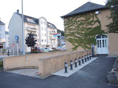 Seit einigen Wochen werden vielerorts in der Südregion solche Andockstationen für das Vël'Ok System, wie hier am Schifflinger Bahnhof, aufgestellt.