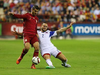 Maxime Chanot (r.) mit vollem Körpereinsatz gegen Alvaro Morata.