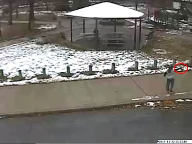 Der 12 Jahre alte Tamir E. Rice geht in dieser Grünanlage in Cleveland spazieren, bevor Polizisten ihn erschießen.
