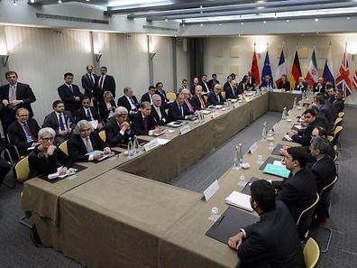 Les représentants des cinq plus grandes puissances mondiales négocient avec les diplomates iraniens pour éviter que le pays ne se dote de la bombe atomique.