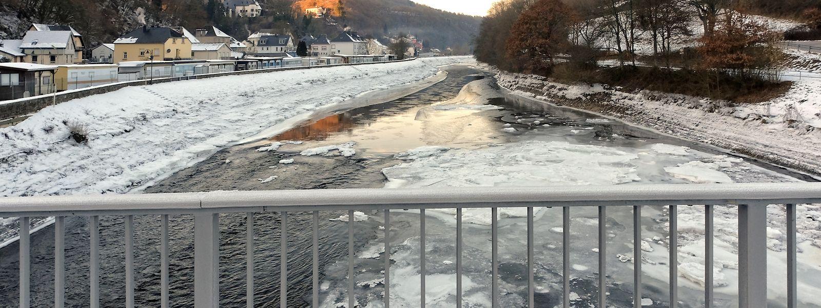 In Stolzemburg war die Our am Montag halb zugefroren.