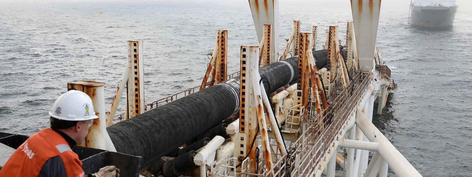 Ein Angestellter der Firma Allseas beim Verlegen einer Pipeline im Baltischen Meer.