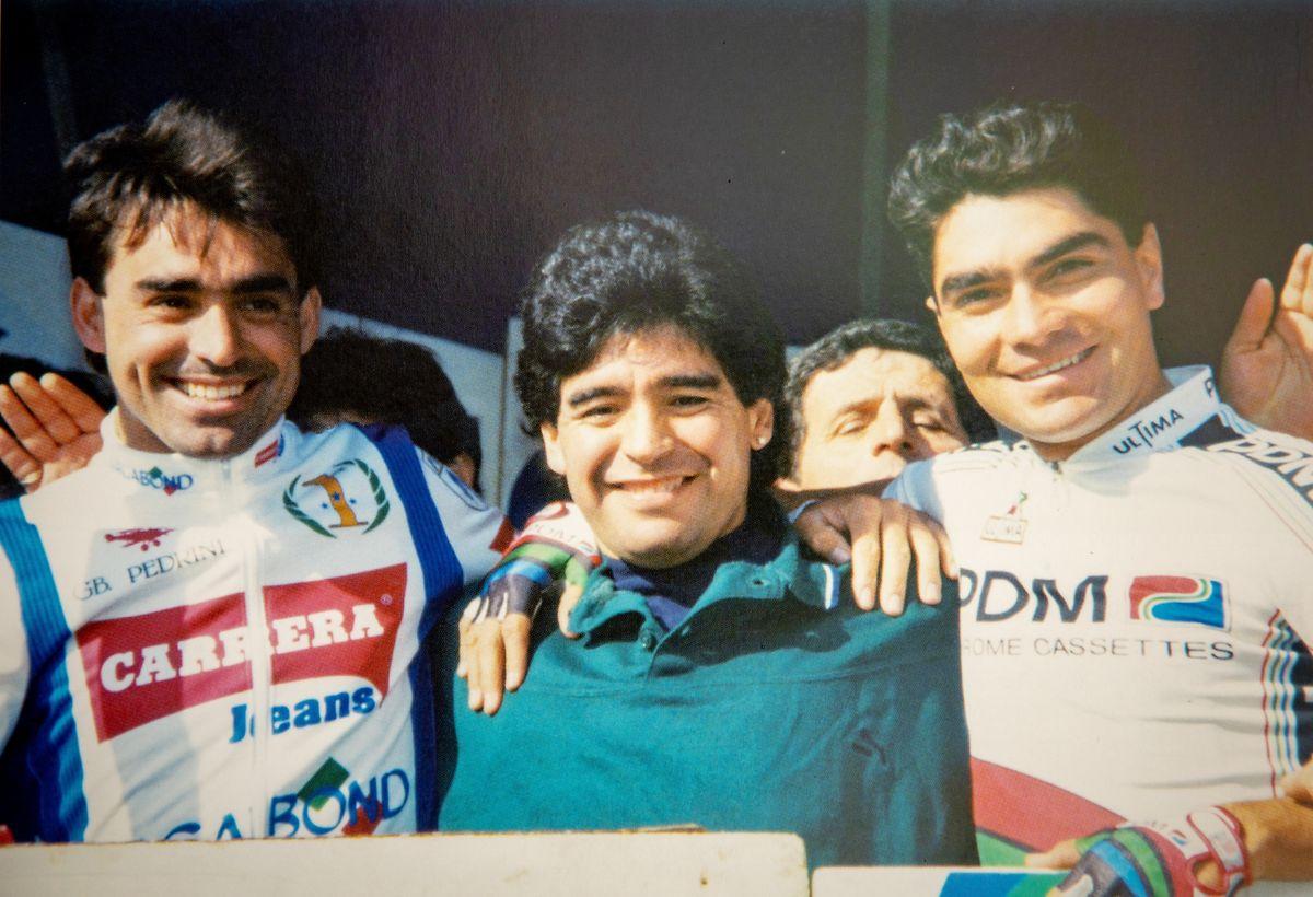 Acácio, Maradona e Alcalá em Itália. Atletas no topo do mundo.