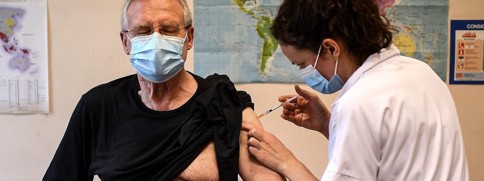 Laut EU-Kommission soll der Lieferengpass beim Impfstoff nächste Woche nicht mehr bestehen.