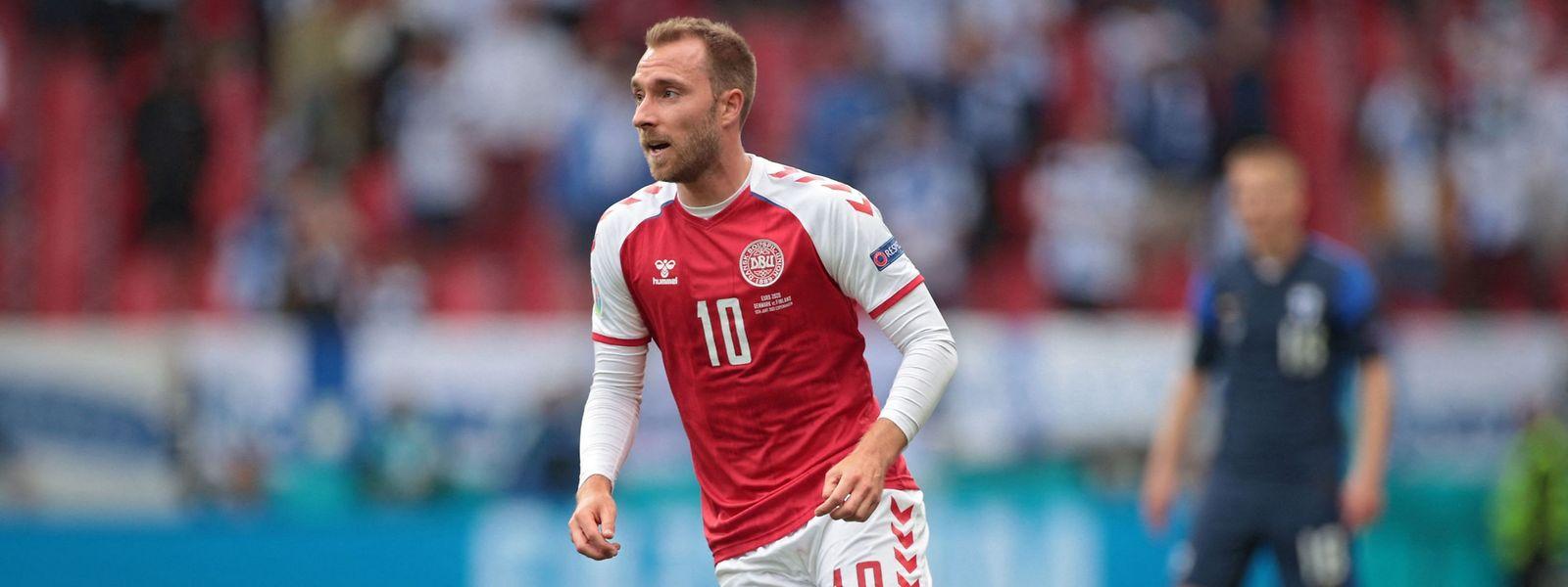 Christian Eriksen bricht im Duell mit Finnland zusammen und muss wiederbelebt werden.