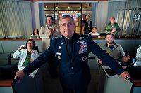"""Zu behaupten, dass General Mark Naird (Steve Carell, M.) es nicht leicht mit seiner """"Space Force"""" hat, wäre schamlose Untertreibung."""