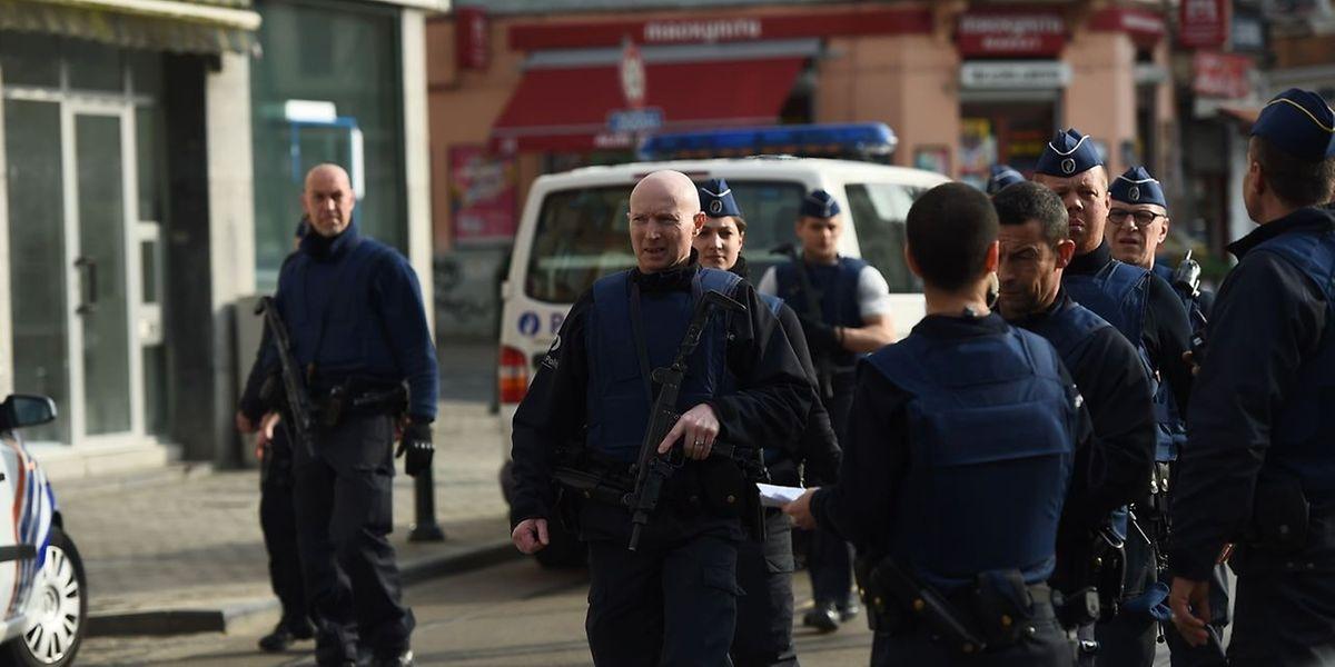 Ein großes Polizeiaufgebot war nötig, um die Schießerei in Forest zu beenden.
