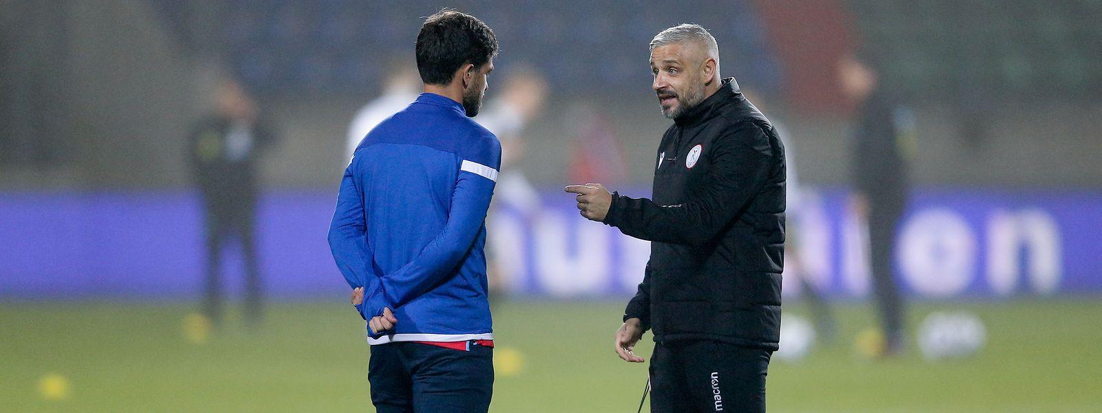 Luxemburgs Co-Trainer Mario Mutsch (r.) im Gespräch mit Mica Pinto.