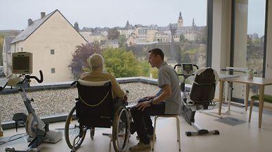 """As imagens mostram Orquídea Ribeiro num dos lares mais bonitos do Luxemburgo, no planalto de Rham, rodeado de muralhas medievais. Uma """"fortaleza"""" a que os primeiros portugueses começam agora a chegar."""