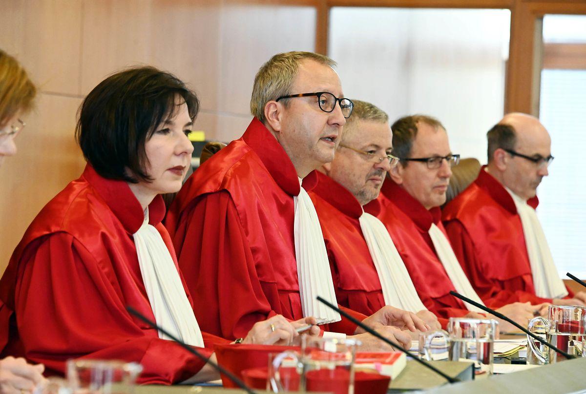 La Cour constitutionnelle va se pencher sur la question mardi et mercredi, mais son arrêt n'est pas attendu avant des mois.