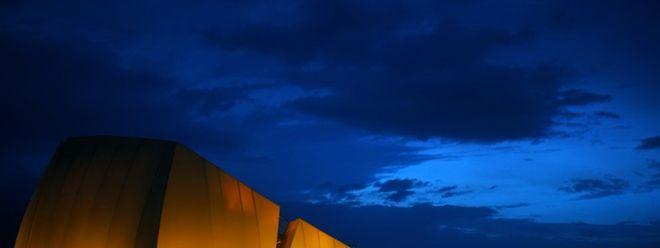 Kultur unter einem nachtklaren Himmel. Mehr als 1000 Menschen kommen seit Mitte März jeden Abend in das neue Amphitheater.