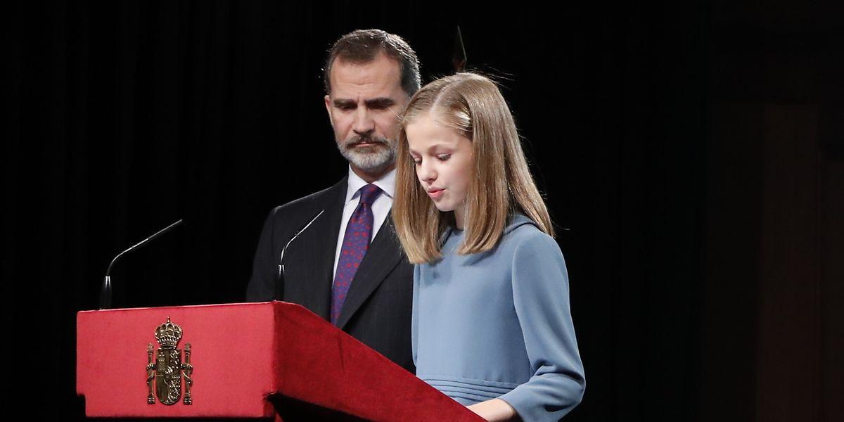 Kronprinzessin Leonor von Spanien spricht an ihrem 13. Geburtstag vor einem Jahr zum ersten Mal öffentlich neben ihrem Vater König Felipe VI von Spanien.