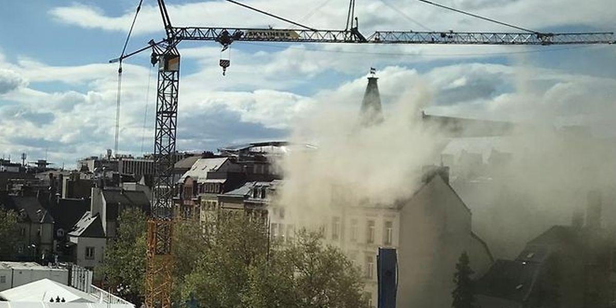 L'incendie, qui s'est déclaré dans une cuisine au sous-sol de la Brasserie Guillaume, a amené l'hospitalisation de deux personnes, vendredi.