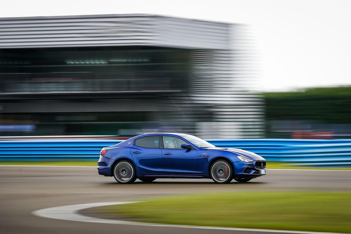 Der Ghibli Trofeo begeistert mit 580 PS unter der Motorhaube. Das hat seinen Preis – stattliche 133.050 Euro.