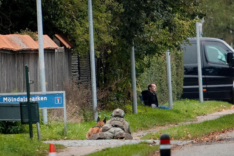 Madsen trug bei seiner Flucht offenbar einen Gegenstand, der einem Bombengurt ähnelte.