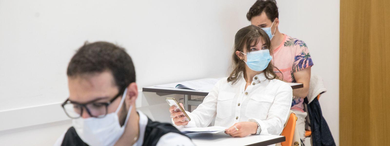 Schüler mit Schutzmasken am Montagmorgen