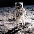 """Dieses Foto machte Neil Armstrong von seinem Kollegen Edwin """"Buzz"""" Aldrin. Armstrong hat außerdem noch viel privat fotografiert."""