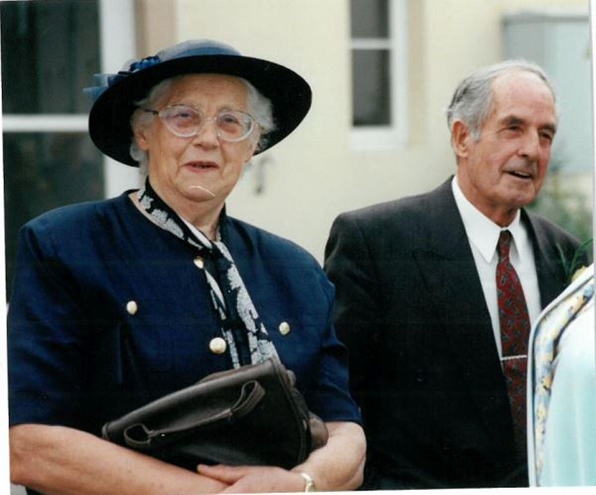 """Für Elisabeth Risch und François Kox stand vonAnfang an fest, dass sie eine Großfamilie gründen wollten. 1999 ist Mutter Elisabeth verstorben, Vater François 2004. Die elf Geschwister Kox sagen: """"Unsere Eltern haben uns stark geprägt, uns eine ganze Reihe von Wertenvorgelebt und uns mit auf den Weg gegeben."""""""