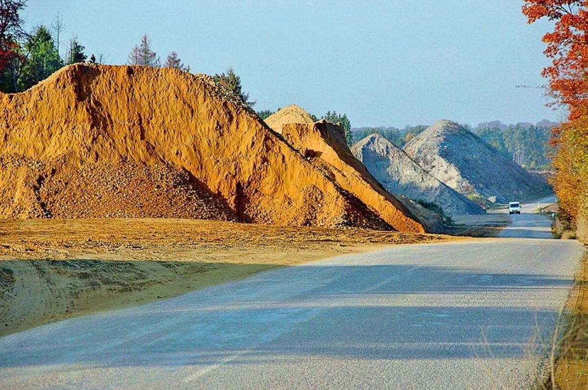 """""""Plateau Haeschtreferbierg"""": Dort, wo jetzt noch Berge von Erdreich aus dem Tunnel """"Stafelter"""" (im Vordergrund) und """"Grouft"""" liegen, wird in ein paar Jahren die Autobahn verlaufen..."""