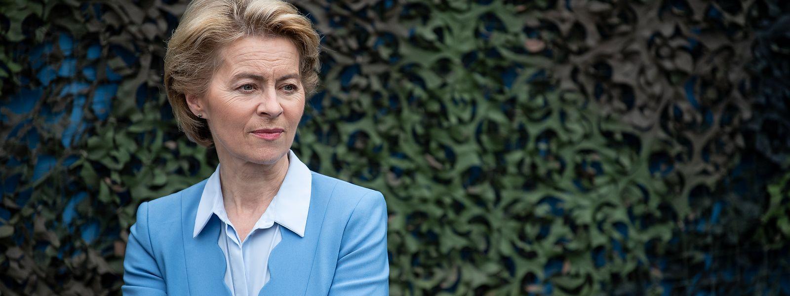 Ursula von der Leyen (CDU), Bundesverteidigungsministerin, hat am Montag ihren Rücktritt angekündigt.