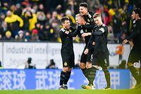 BVB-Neuzugang Erling Haaland wird von seinen Teamkollegen gefeiert.