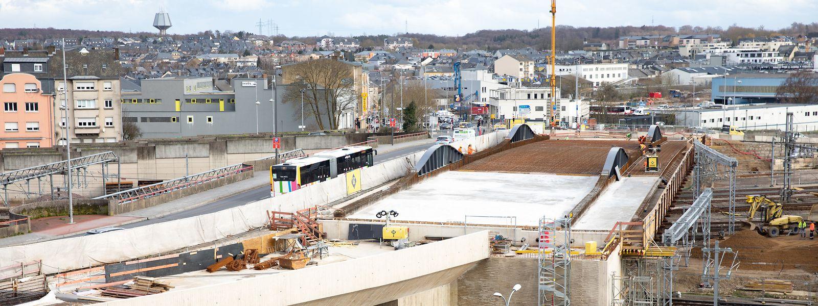 Le pont Buchler va encore gagner quelques centimètres en longueur ce week-end.
