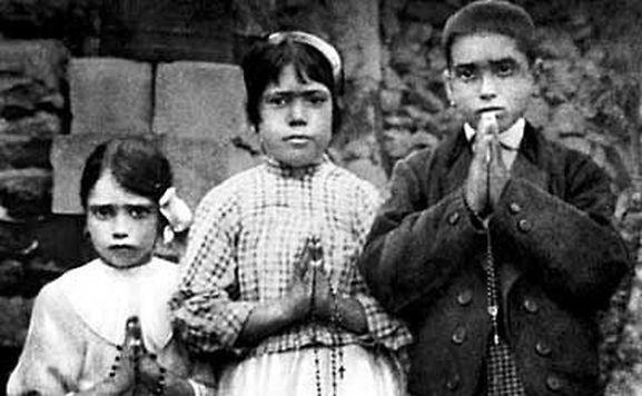 Papa canonizará crianças de Fátima em 13 de maio