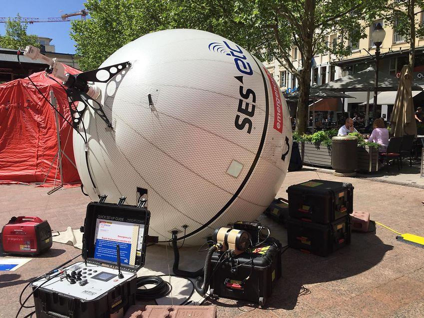 Le ballon du «wrap-it kit» permet d'établir une communication satellite dès les premières heures de présence des groupes humanitaires.